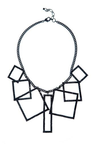 Výrazný geometrický náhrdelník, černá