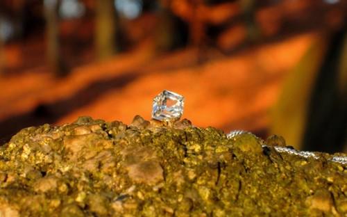 Jemný náhrdelník s krychličkou Swarovski, stříbro