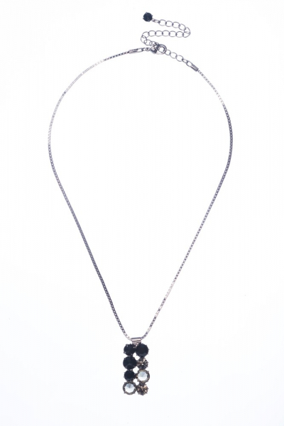 necklace made from mc chatons jet black and black diamond / paladium