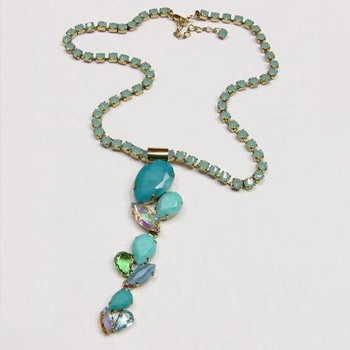 elegantní náhrdelník ve starozlatě