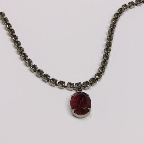 elegantní náhrdelník v tmavém paladiu