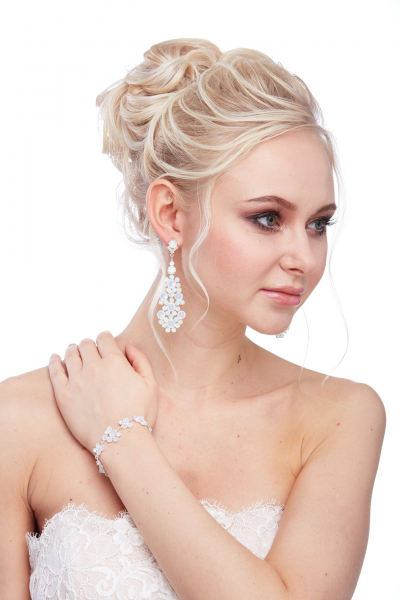 Elegant earrings, pin
