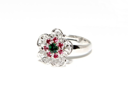 Ring with filigree flower