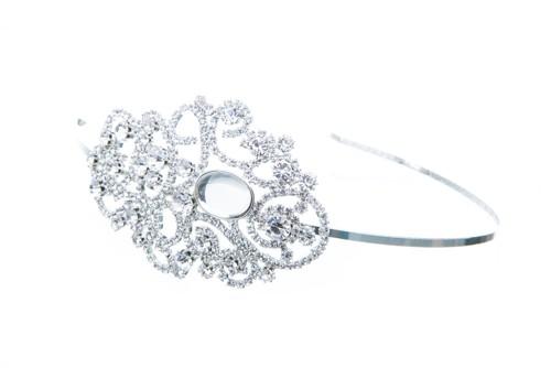 Wedding headband with asymmetric motive