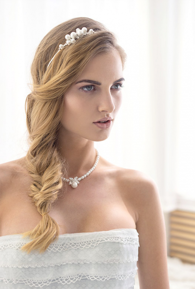 Svatební čelenka s asymetrickým motivem