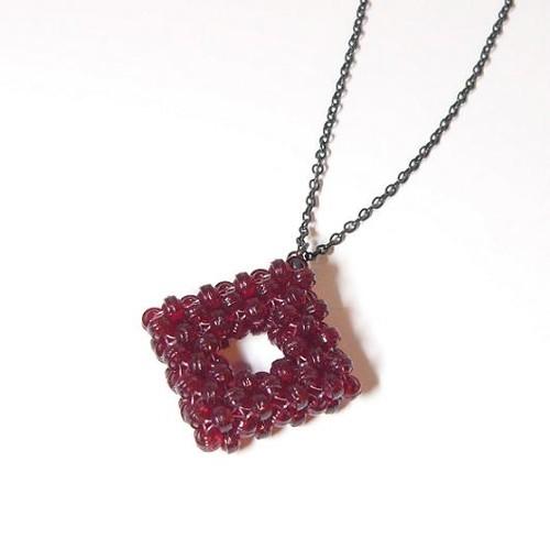 náhrdelník z červených ohňovek