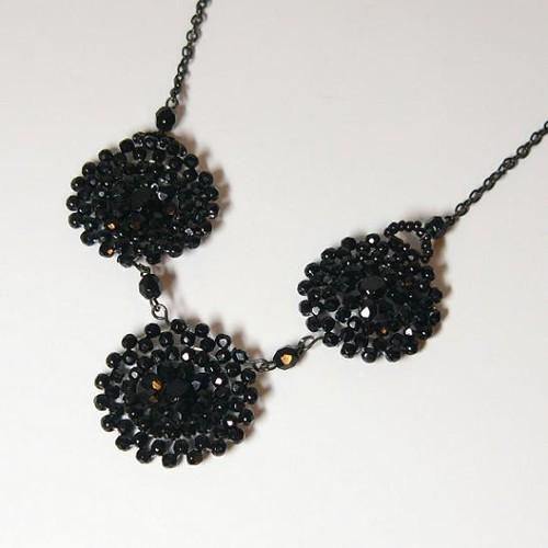 náhrdelník z černých ohňovek
