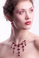 rubínová souprava z kříštálků - šanelů  kód náhrdelníku:74011539